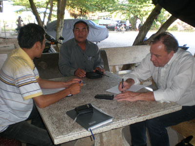 CRI CEO in consultation with Battambang Prison Governor